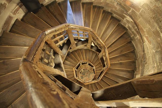 budowa schodów drewnianych